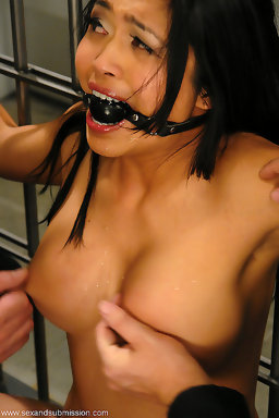 Mika tan strap fucks guy tubwe